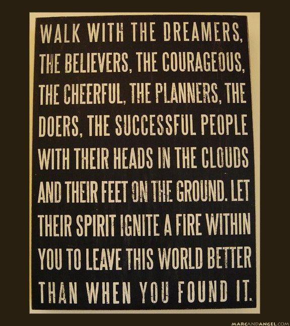 Camina con los soñadores.